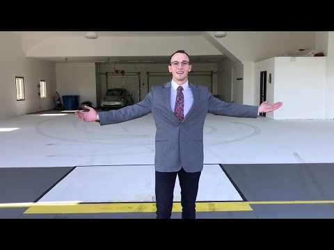 Living on an airport with your own airplane hangar!!!